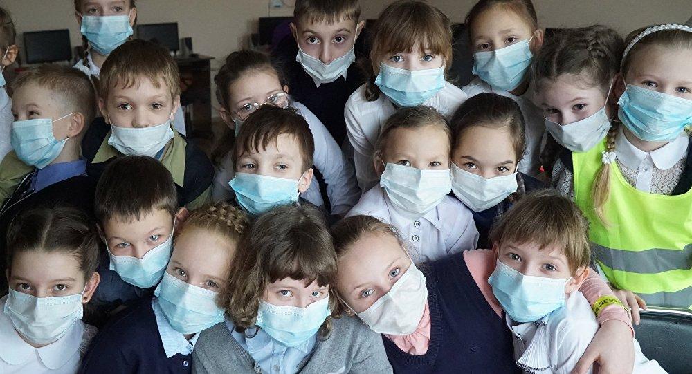 Ученые обсуждают роль коллективного иммунитета в борьбе с коронавирусом.
