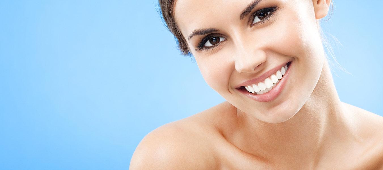 Почему темнеют зубы? А откуда кариес под пломбами? Отвечает стоматолог.